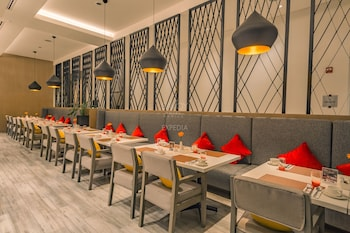 SAVOY HOTEL MANILA Breakfast Area