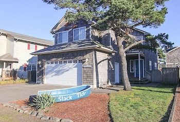 Slack Tide Home 3 Bedrooms 2.5 Bathrooms Home