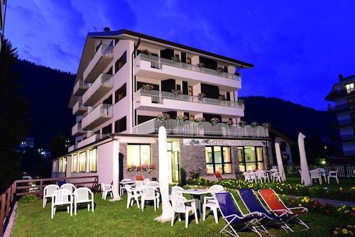 __{offers.Best_flights}__ Hotel Ginepro
