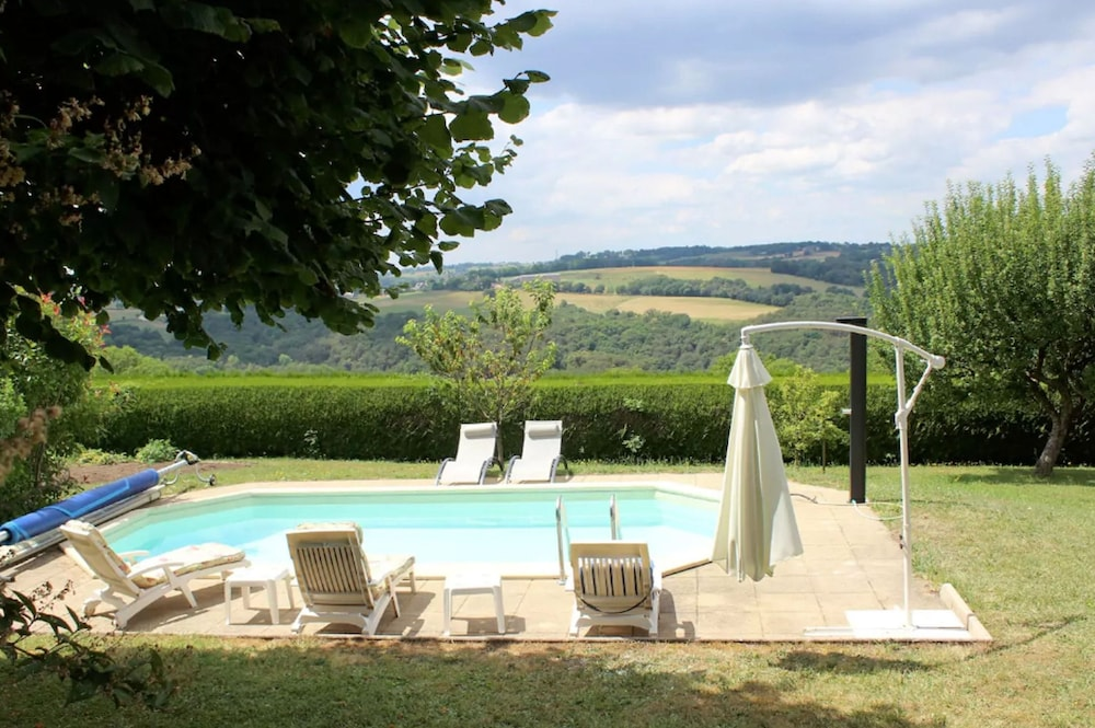 House With 6 Bedrooms in Mur-de-barrez, With Private Pool, Furnished Garden and Wifi
