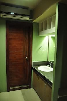 CASA VERDE HOTEL & EVENTS CENTER Bathroom