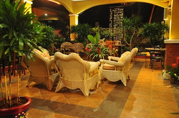 CASA VERDE HOTEL & EVENTS CENTER Terrace/Patio
