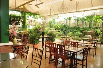 CASA VERDE HOTEL & EVENTS CENTER Dining
