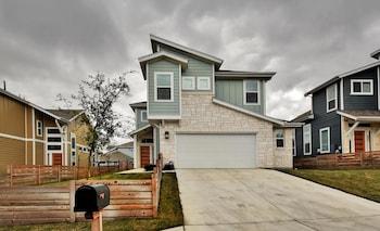 2221 Maxwell Lane Home