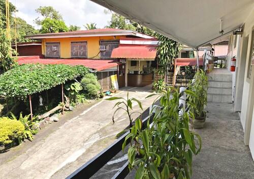 Famous Inn, Tagaytay City