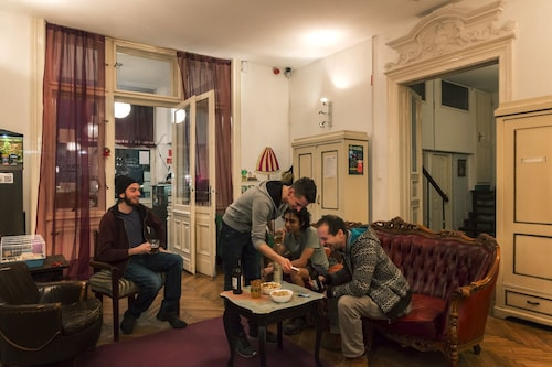 Baroque Hostel, Budapesti