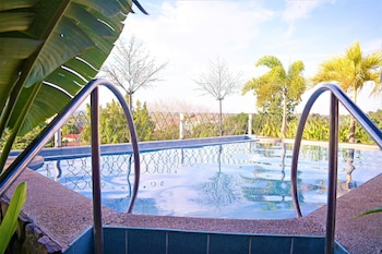 ZEN ROOMS MALVAR ROAD Outdoor Pool