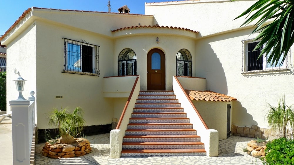 House With 3 Bedrooms in Calp, With Wonderful sea View, Private Pool, Furnished Garden - 1 km From t