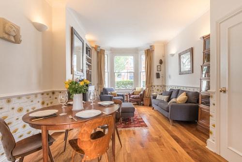 Retro style home in Clapham, London