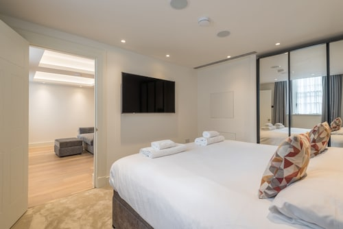 Luxurious Apartment by Richmond Park, London