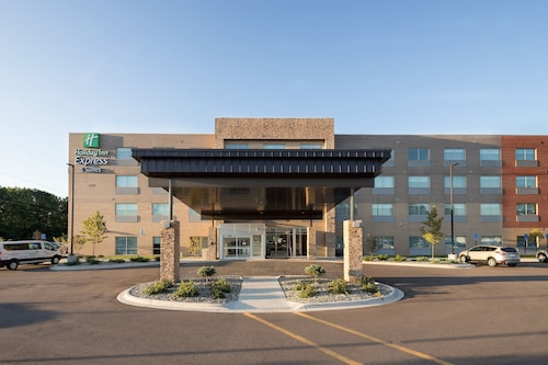 . Holiday Inn Express and Suites Kalamazoo West