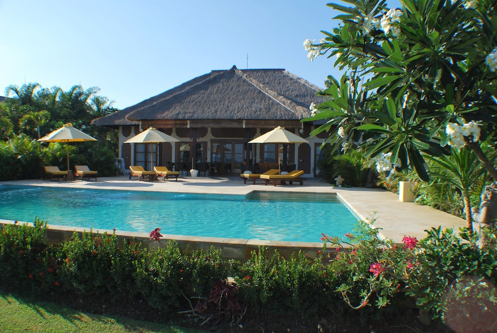 Villa Cerah Beachfront Holiday House