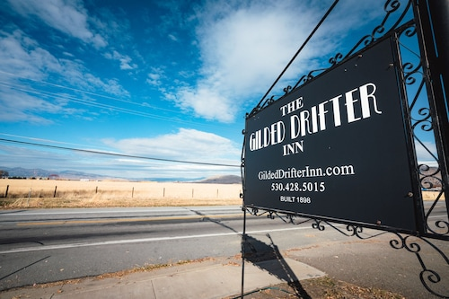 The Gilded Drifter Inn, Sierra