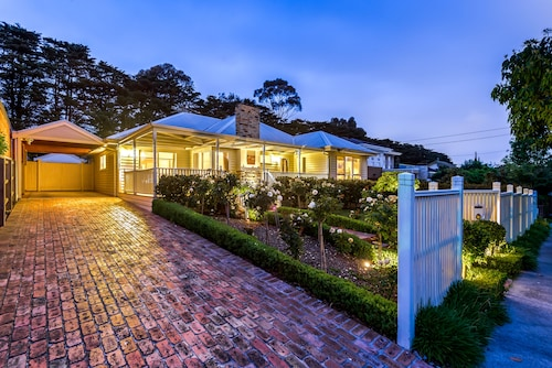 Lovely 5BR house walk to train and shops, Monash - Waverley West