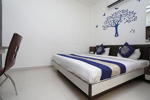 OYO 10454 Hotel Riviera, Agra
