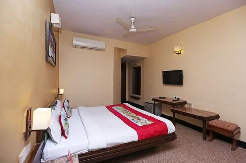 OYO 8600 Hotel Deepali Executive, Aurangabad