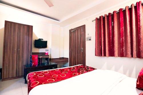 OYO 4126 C T Palace, Bhopal