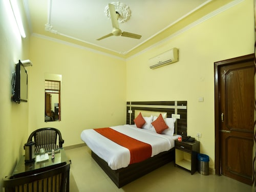 OYO 8073 Grand Residency, Chandigarh