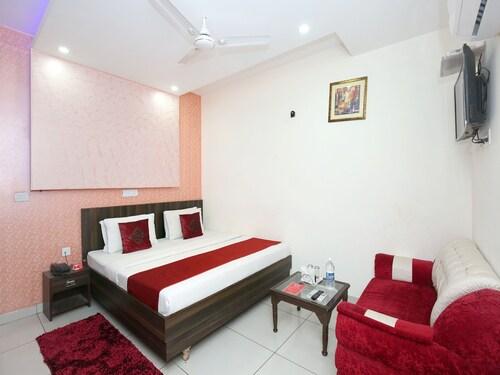 OYO 8959 New DK Palace, Chandigarh