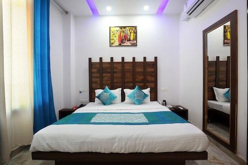 OYO 9049 Pearl Grand, Sahibzada Ajit Singh Nagar