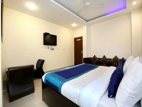 OYO 9631 Hotel Oak, Sahibzada Ajit Singh Nagar