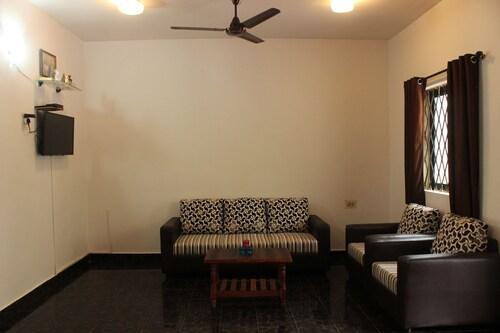 OYO 9371 Hotel Hide In, Sahibzada Ajit Singh Nagar