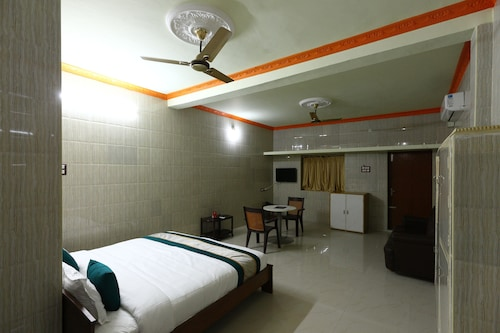 OYO 7747 SS Residency, Kancheepuram