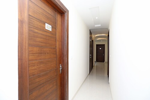 OYO 9275 Hotel Royal Inn, Faridabad