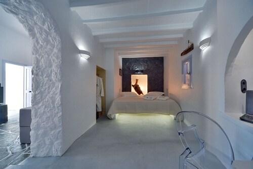 . Amo Suites & Spa