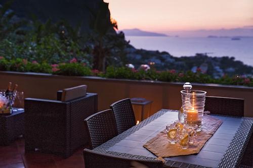 Capri Town Apartaments, Napoli