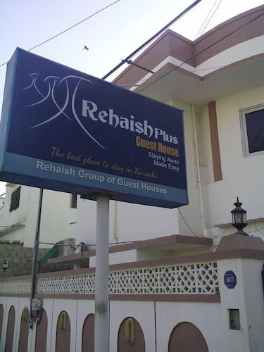 Rehaish plus guest house, Karachi