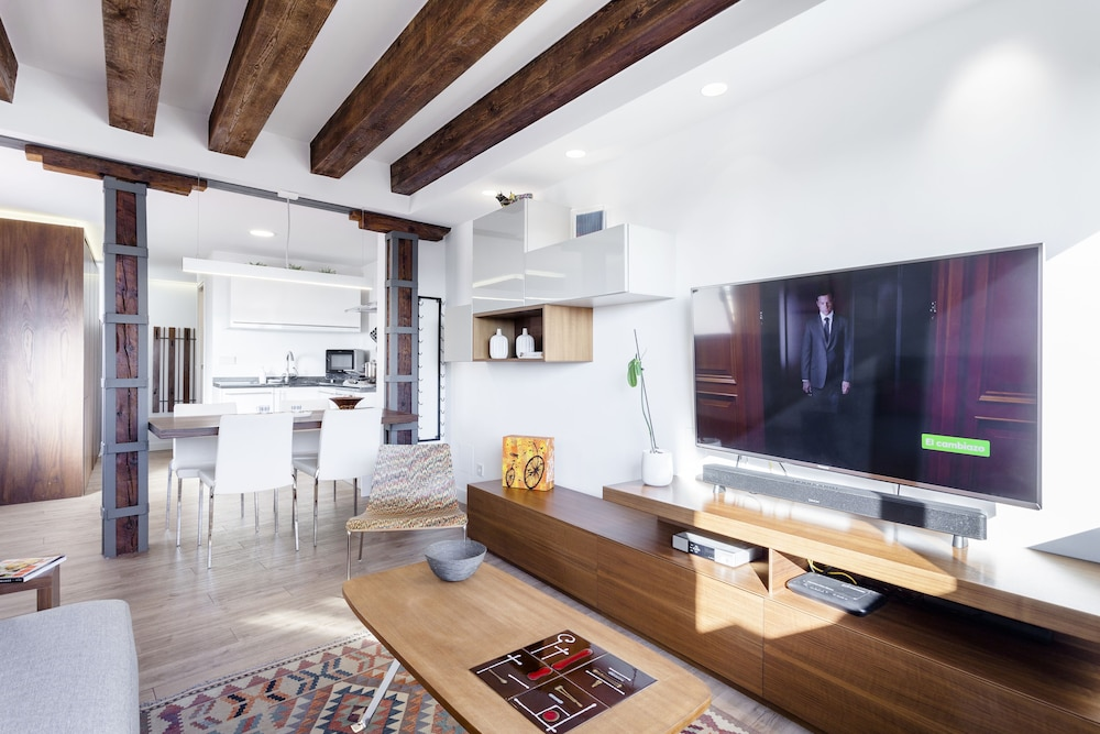 Santa Ana Apartment by FlatSweetHome