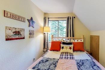 Bear Americana Cabin Apartment 3