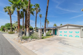 Palm Springs Getaway Apartment 3