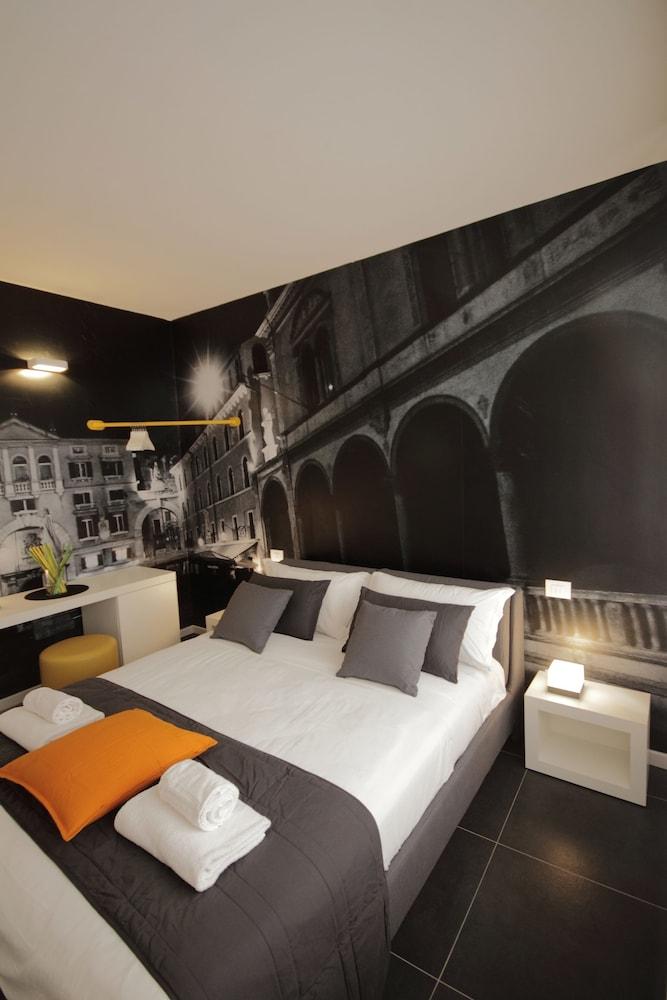 Hotel DiMoras House