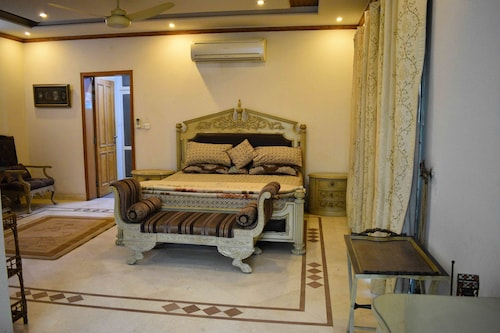 Lahore Home Stay, Lahore