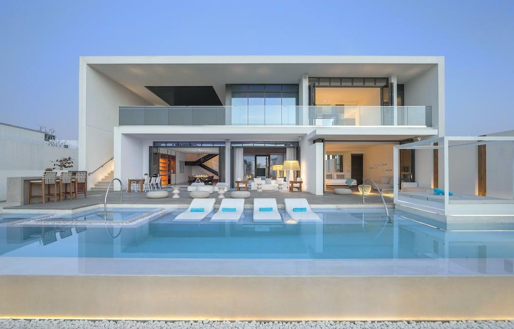 Nikki Beach Dubai Villa