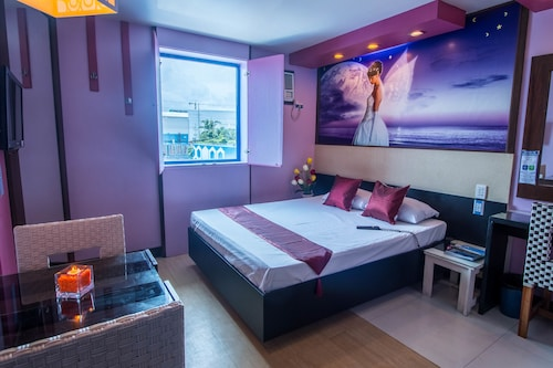Dream Hotel, Las Piñas