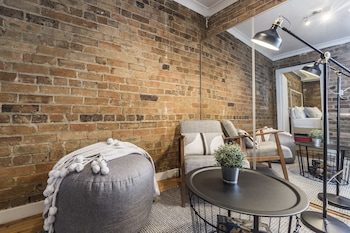 Hotel - Quaint 1880s Sydney Terrace House