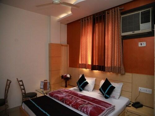 Hotel Shivam International, West