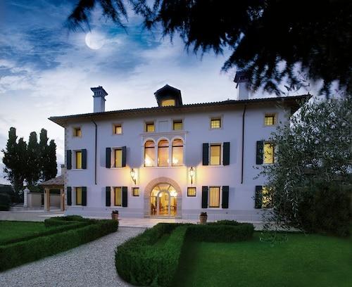. Villa Busta Hotel