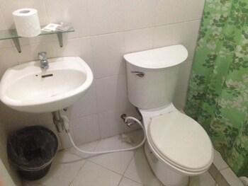 SUN MOON POOLSIDE HOTEL Bathroom