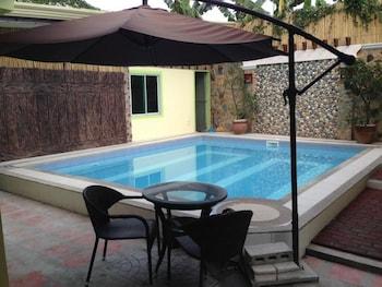 SUN MOON POOLSIDE HOTEL Outdoor Pool