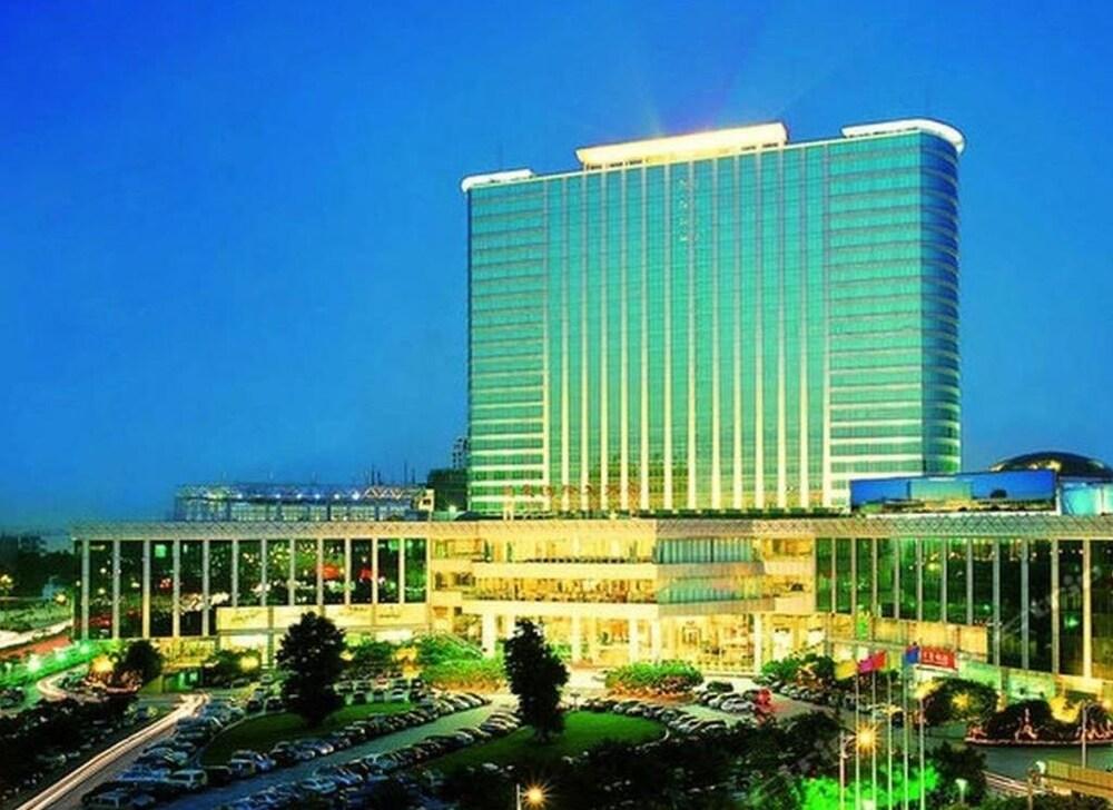 東莞ラング チュン インターナショナル ホテル (东莞龙泉国际大酒店)