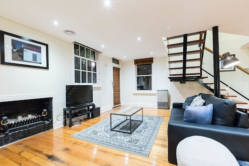 HELENA, 2BDR Fitzroy House, Yarra - North
