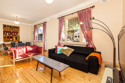 MADELINE, 1BDR Fitzroy Apartment, Yarra - North