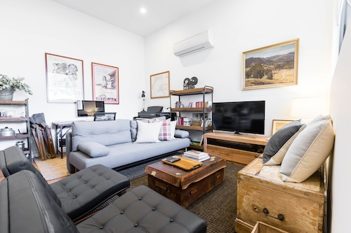 MURRAY, 1BDR Fitzroy Apartment, Yarra - North