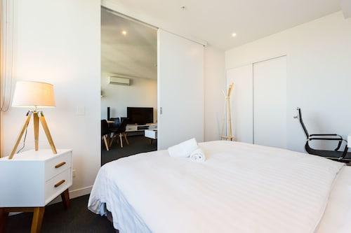 SANTERI, 2BDR Melbourne Apartment, Port Phillip - West