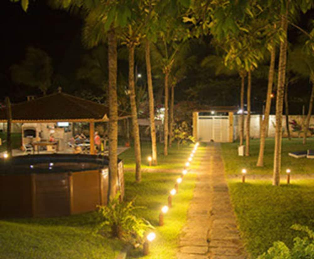 https://i.travelapi.com/hotels/23000000/22680000/22670600/22670589/4a40e0fc_z.jpg