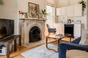 Cozy Central Apartment with Free Parking